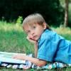 پسری در حال فکر کردن